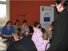 Uczestnicy spotkaina słuchaja wytycznych do zajęć przekazywanych przez Panią Instruktor