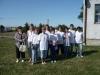 Zdjęcie grupowe uczestników przed piknikiem