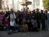Zdjęcie grupowe uczestników wyjazdu na tle Fontanny Neptuna w Gdańsku